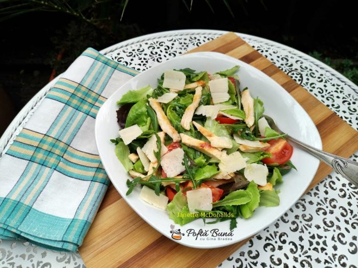 Salata cu piept de pui si rosii