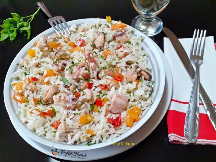 salata de orez cu fructe de mare 2 700x525 - Salata de orez cu fructe de mare