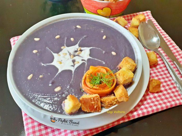 Supa crema de varza rosie