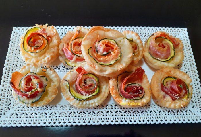 Trandafiri din foietaj, dovlecei si prosciutto