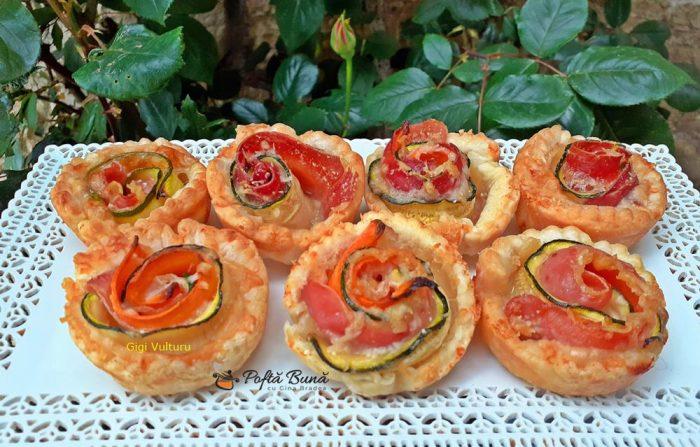 trandafiri din foietaj dovlecei prosciutto reteta de aperitiv 2 700x447 - Trandafiri din foietaj, dovlecei si prosciutto