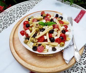 salata cu paste masline feta rosii cherry 3 350x300 - Index retete culinare (categorii)