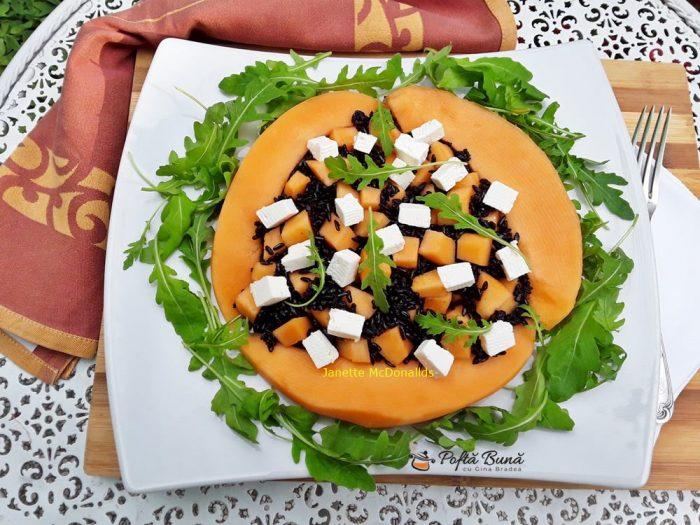 Salata de orez negru cu pepene galben si branza feta
