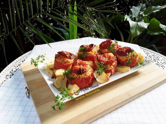 Rosii umplute cu cartofi si orez la cuptor
