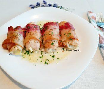 Rulouri din piept de pui cu bacon