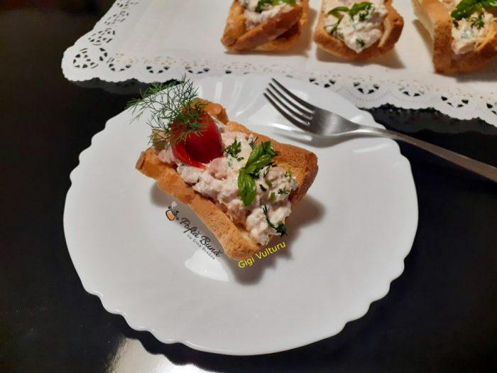 Barcute din paine umplute cu ton si ricotta
